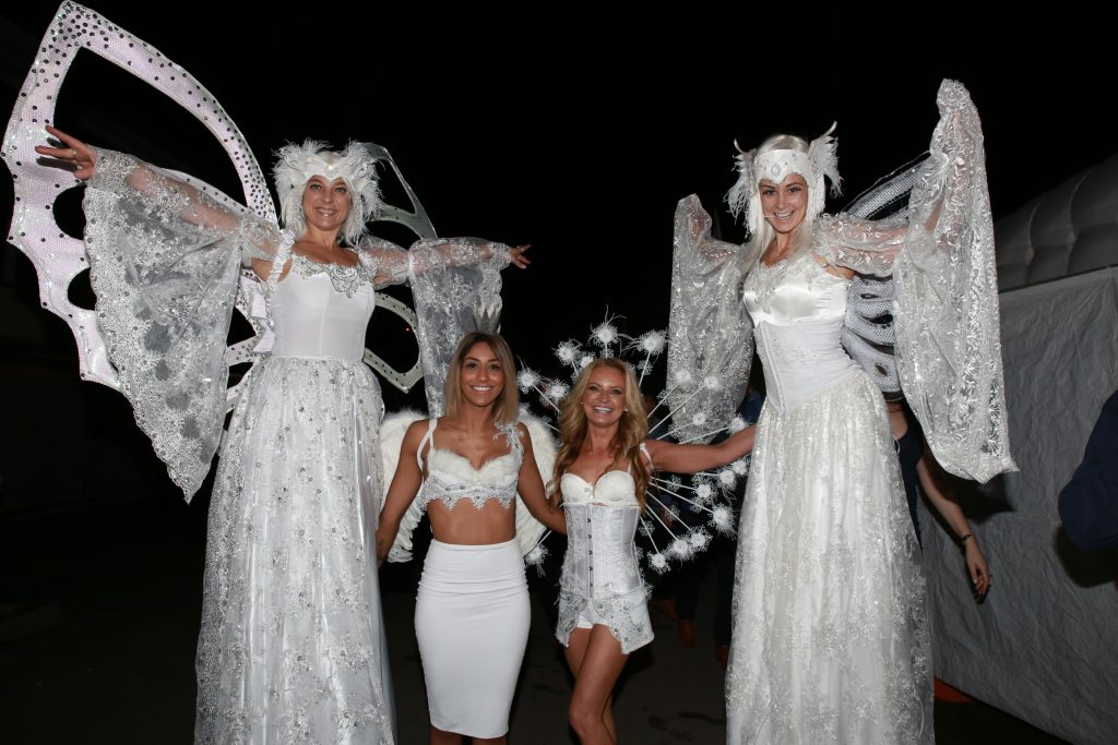 Stiltwalking Angels 2016 LED wings